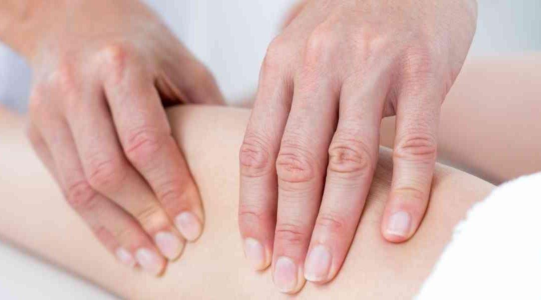 Scrocchiare le articolazioni fa male?